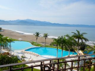 Beachfront 1bdr Condo, Breathtaking Views, Puerto Vallarta