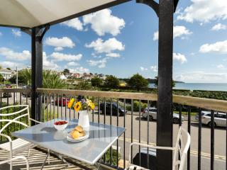 The Quarterdeck - a 5 Star apartment on the beach, Falmouth