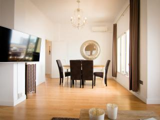 3 bedrooms flat front beach, terrace centre Malaga