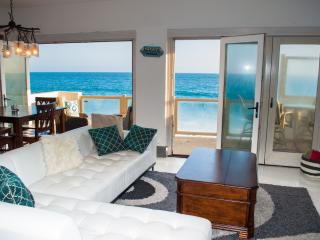 Oceanfront Malibu Pad Private Beach - On the Water