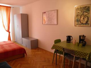 Cool 'n' Cozy City Center Apartment, Budapest