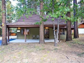 Cabin in the Pines: Walk to Snow Summit! Rustic!, Big Bear Lake