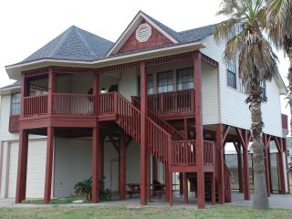 One Block from Beach, Pool, Fishing Pier, Boat Lau, Galveston
