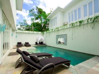 Beautiful 4BR Villa - Heart of Bali, Kuta