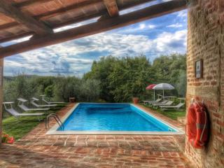 I MELOGRANI I:5 BDR Tuscan villa,view,pool ,WiFi, San Giovanni d'Asso