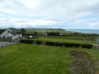 Seascape Lodge - Close to all the Causeway Coast attractions and golf courses