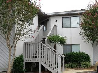 Cute and Comfortable 2BR/2BA condo just minutes from the Beach!, Destin