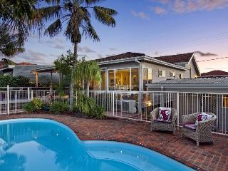 Luxury Family Beach Villa w. Pool, Varonil