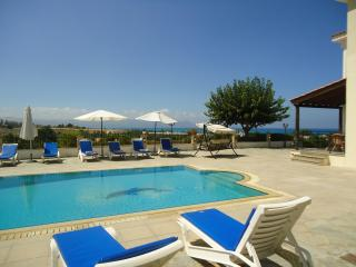 VILLA DEMETRA (4 ensuite bedrooms, WI-FI, BBQ, Swimming pool, Stunning View)