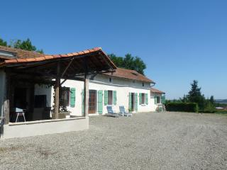 Holiday home rental - Monfaucon with Swimming Pool, Maubourguet