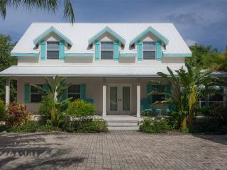 4 Bedroom Private Home w/pool - 323 ft. from Seven Mile Beach - Clearwater House
