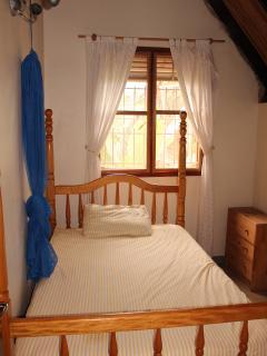 Single upper bedroom.