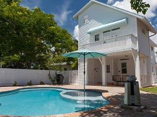 'Elegance' 100 Steps from the Beach!, Bradenton Beach