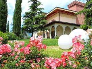 ★ Elegante e comfortevole mansarda in Villa con ampio giardino e parcheggio ★