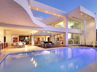 Hollywood Mansion & Spa Camps Bay 5 Star Luxury Villa- Butler (Sleeps 12) 6 B/R
