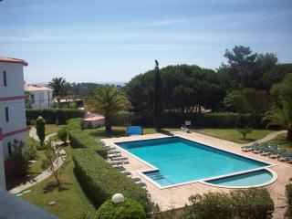 Luxury 2 bed ground floor apartment in Meia Praia