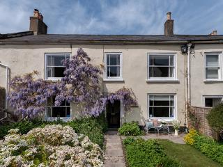 H17 - The Old Manor House, Charmouth