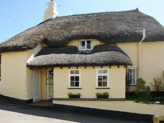L72 - Valley Cottage, Slapton