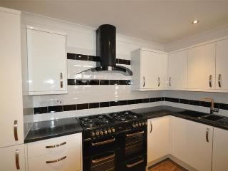 Weymouth house rental - Kitchen with double range cooker