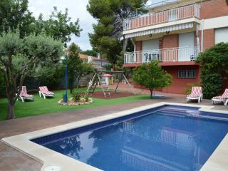 House with swimming pool, garden and barbecue, Cubelles