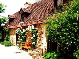 Beautiful 18th Century Stone Farmhouse, Rouffignac-Saint-Cernin-de-Reilhac
