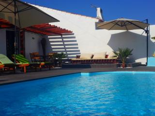 Villa Santorini, LOCATION, Pool HEATED, AC, Wi-Fi