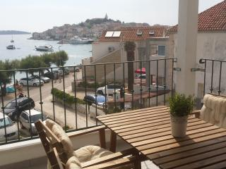Villa Sisa navy chic beachfront apartment(Captain), Primosten