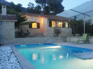 Beautiful Villa Antea near Split with pool, Kastel Sucurac
