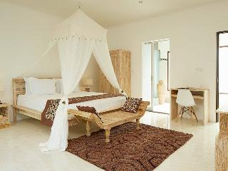 2BD villa Seminyak/Oboroi, 50meters to the beach