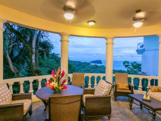 2 Br Apt in B&B-style Villa, Sea Views & Central!, Manuel Antonio National Park