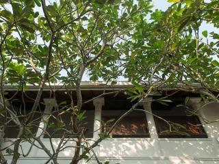 Ambassador's House - an elite haven, 5BR, Galle