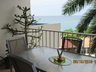 BeachView Vacation Condo - Montego Bay Hotel Strip