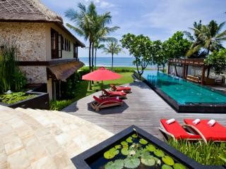 Villa Sound of The Sea Beachfront Villa By Balion
