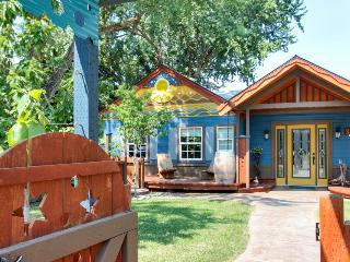 Hacienda-style retreat w/ kayak, large yard, basketball court! Bring your dogs!, Boise