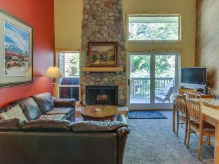 Warm condo just steps from pool, hot tub, tennis, and golf!, Sun Valley