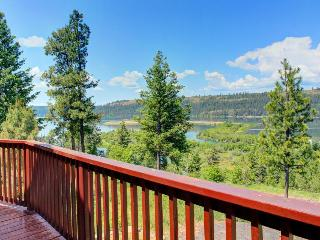 Outstanding lake & river views, private location - dog-friendly!, Harrison