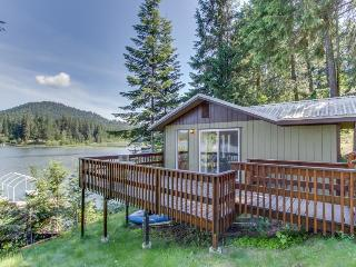 Private, dog-friendly home w/ dock and great waterfront views!, Hayden Lake