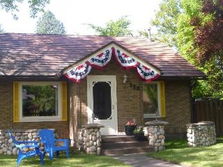 Charming downtown cottage w/fenced yard - dogs OK!, Coeur d'Alene