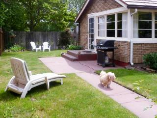 Charming downtown cottage with fenced yard - dogs welcome!, Coeur d'Alene
