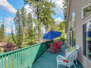 Lakeview home w/ game room & expansive, well-appointed deck, Hayden Lake