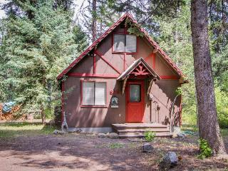 Charming riverfront cabin w/large deck near Payette Lake!, McCall