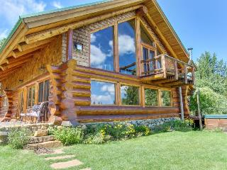 Gorgeous log cabin w/ private hot tub & pond on five acres of land., McCall