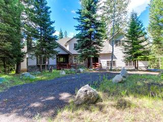 Sophisticated lodge for 20 w/resort access, deck, game room, McCall