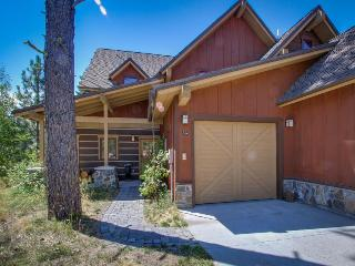 Ski-in/ski-out home w/ hot tub, private deck, Tamarack