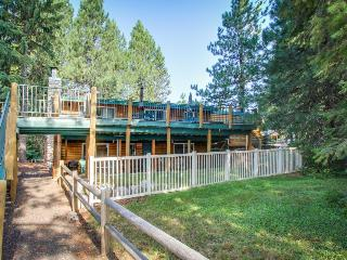 Waterfront log cabin w/ terrific lake view from private, well-appointed deck