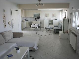 Elegance appartment 3 bedroom in a quiet area, Polichni