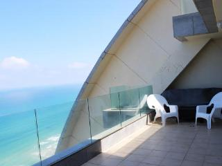 View of the sea, a beautiful apartment in Netanya