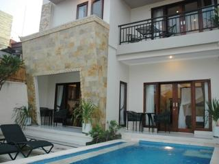LEGIAN - 5 Bedroom - 5 Bathroom Villa - Close to Beach - Heart of Legian - dewi