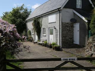 The Byre - Farm Cottage with Gardens And Views, North Molton