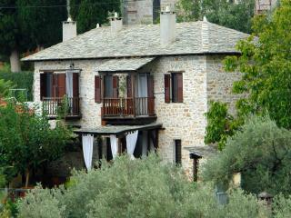 Villa Amanti, a charming old stone house in Pelion